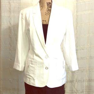 White 2 button blazer